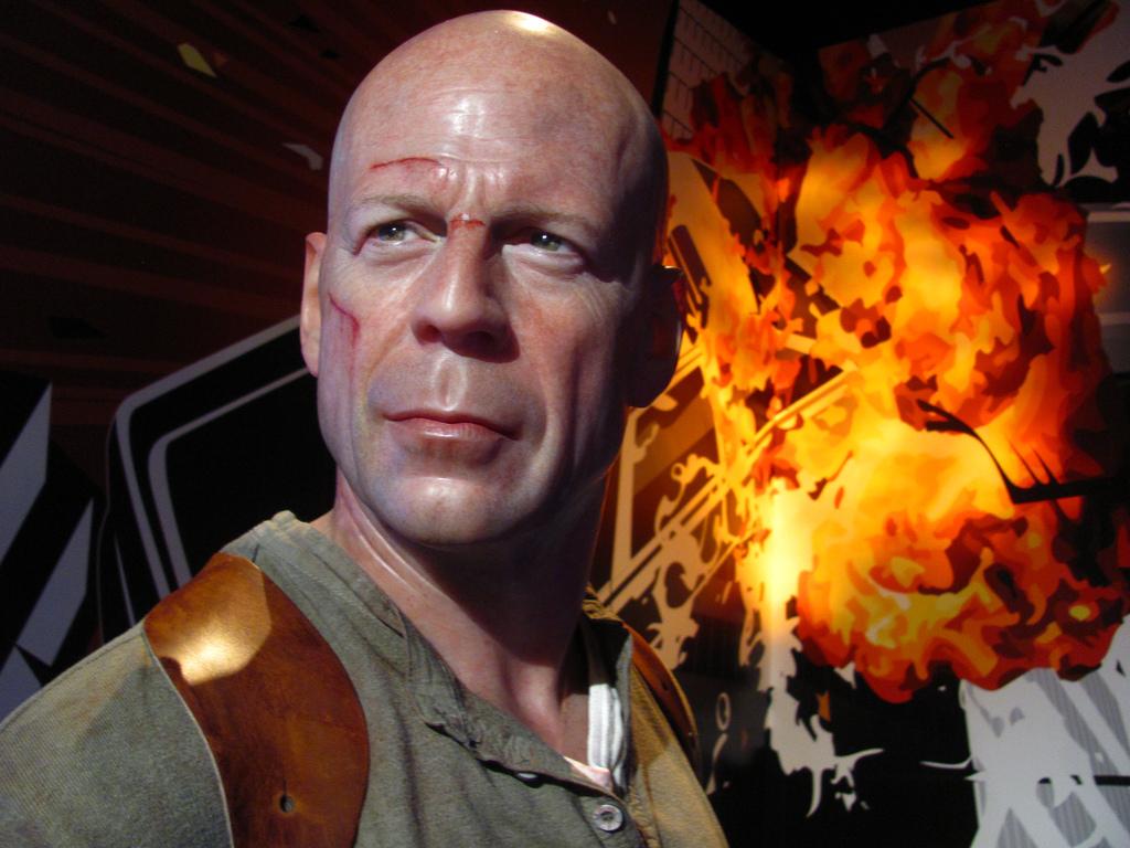 Loren Javier Picture of Bruce Willis in Die Hard